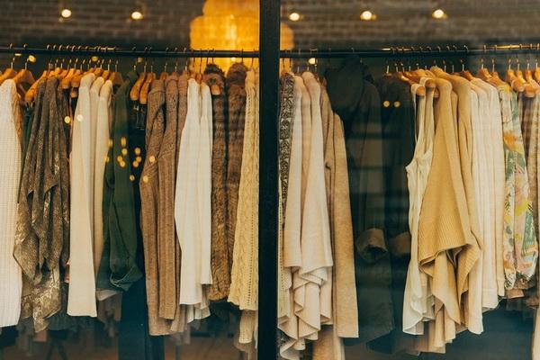 стоковый магазин одежды