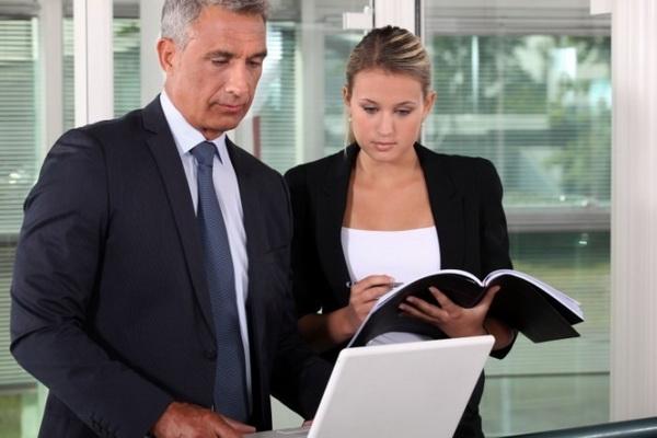как вести себя на работе, чтобы скрыть отношения с начальником