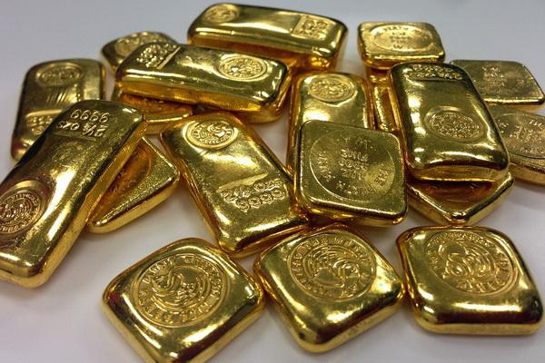 слитки золота - неуместный подарок коллегам или начальнику